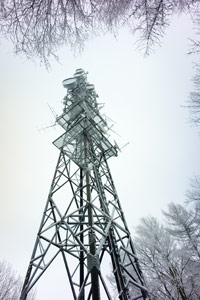 LTE-Basisstation Turm im Winter